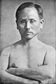 http://karateverenigingkanku.nl/wp-content/uploads/2018/02/Gichin-Funakoshi-2-190x285.png